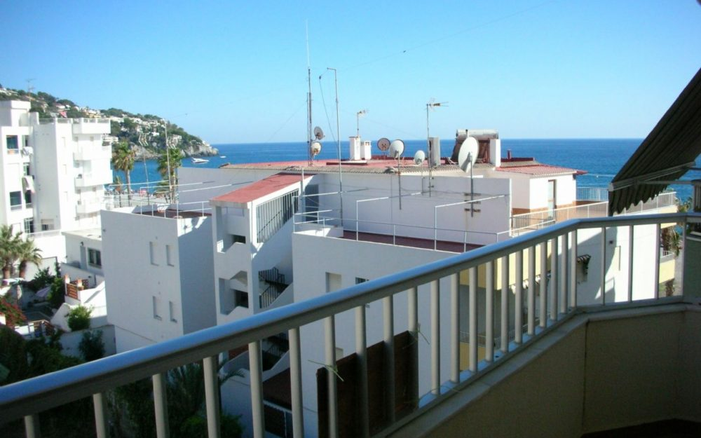 Large apartment with lateral views to the sea for sale La Herradura Costa Tropical