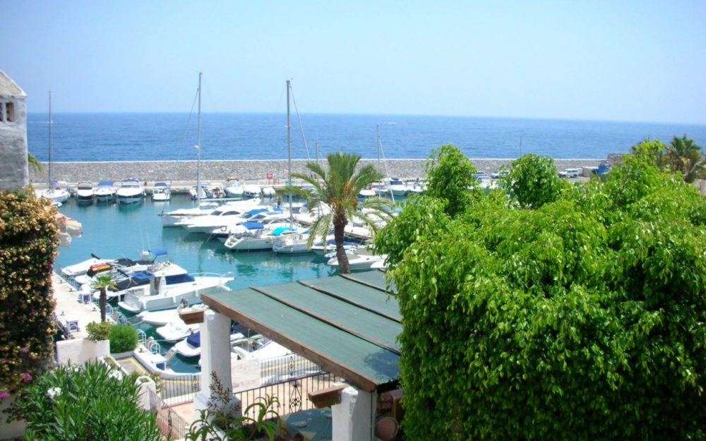 Nice apartment in Marina del Este La Herradura sea views