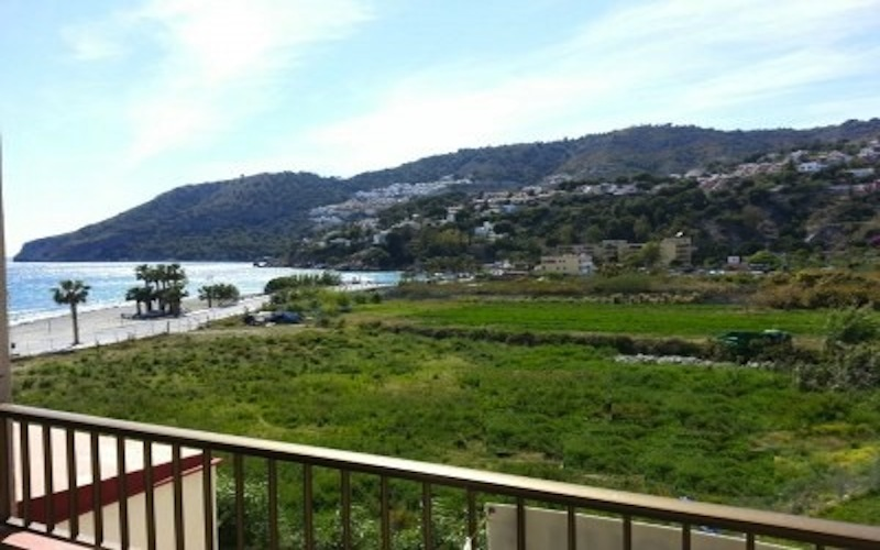 Frontline beach apartment in La Herradura Granada