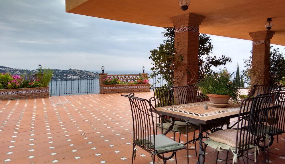 Villa con fabulosa terraza y vistas panoramica a la bahia de la Herradura