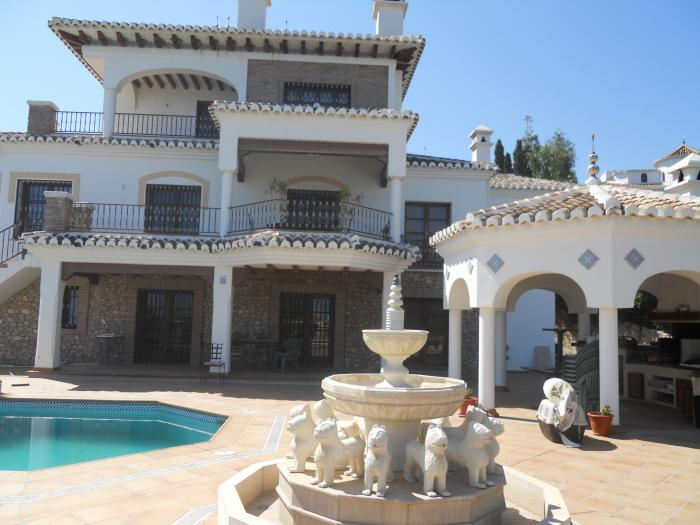 Luxury villa for sale with pool in San Rafael, Nerja, Málaga