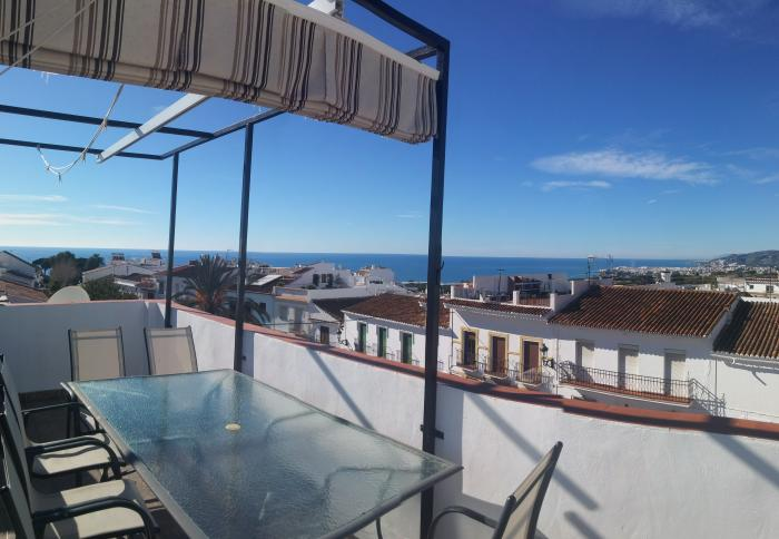 Fully Furnished house for sale with pool in Maro, Málaga