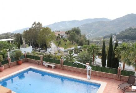Luxury villa for sale with pool  between Nerja and Frigiliana , Málaga
