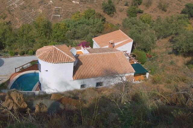 Nice country house in excellent conditions between Torrox and Competa