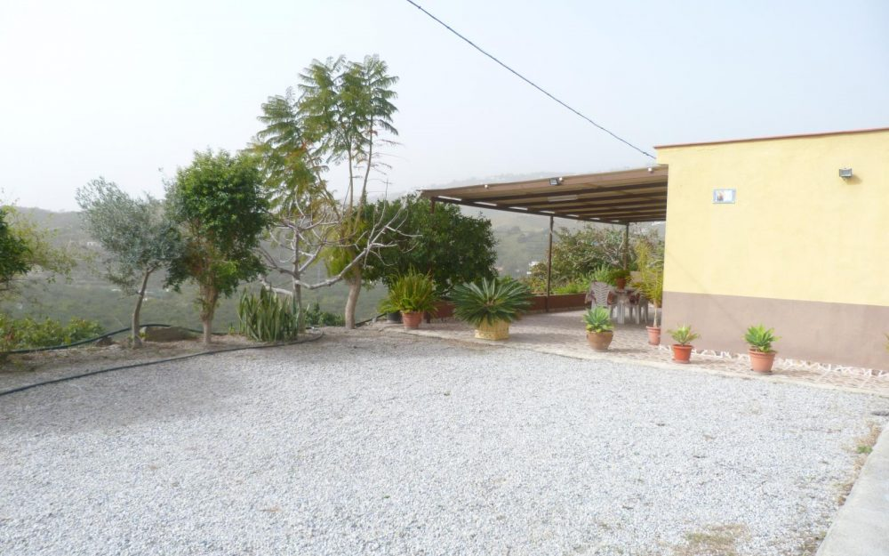 Country house for sale with lovely sea views in Almuñécar Granada