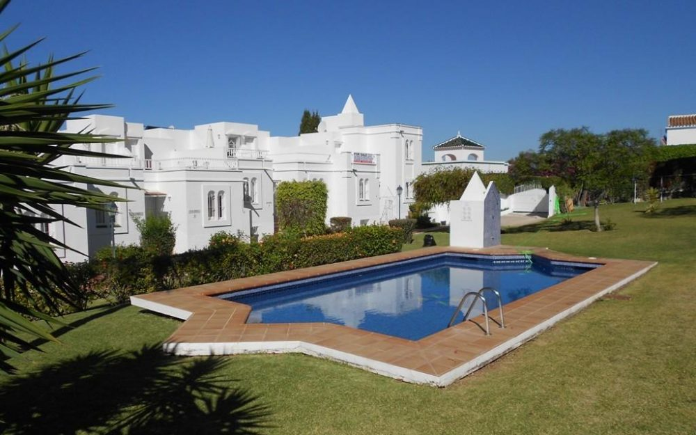 Spacious townhouse for sale with communal pool in Nerja Capistrano
