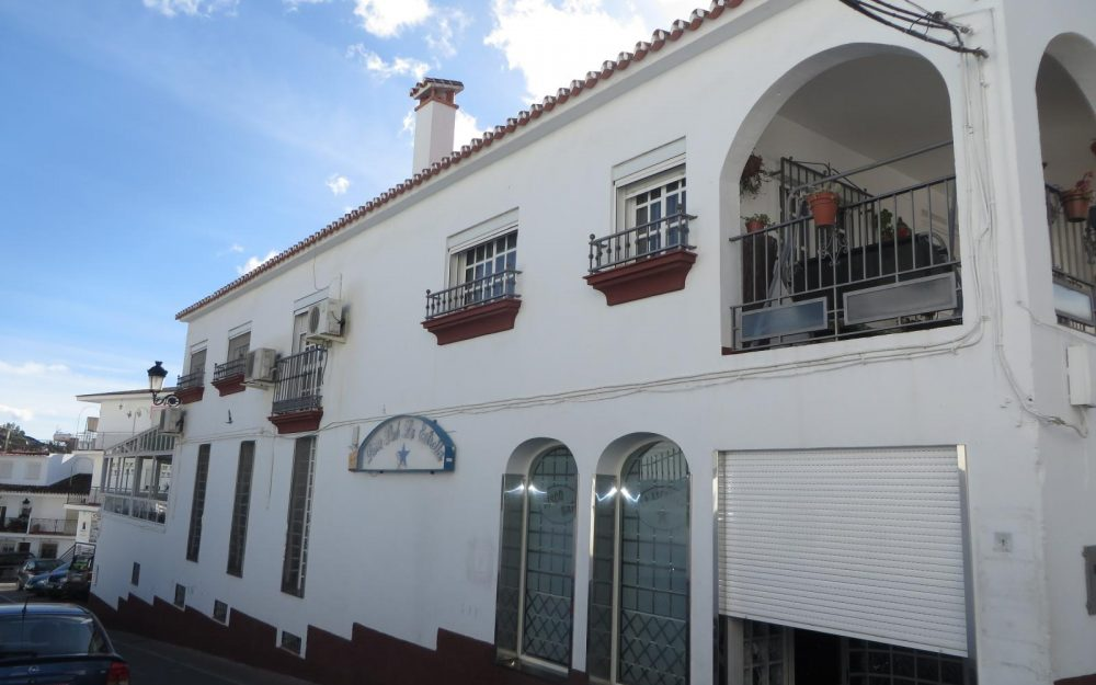 Village house in the center of Cómpeta with sea views for sale