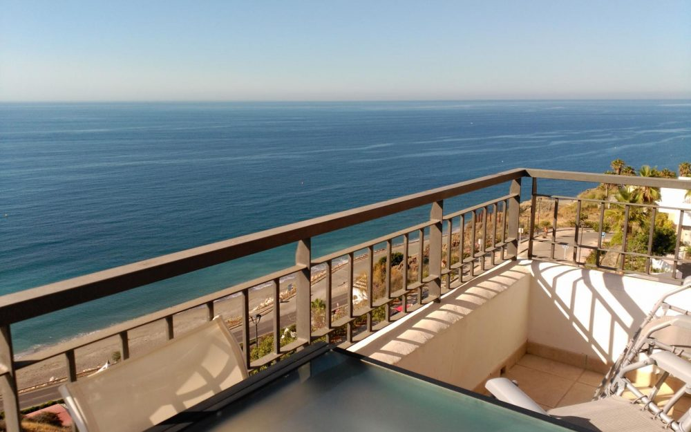 Superb sunny penthouse with fabulous views to the sea in Torrox Costa