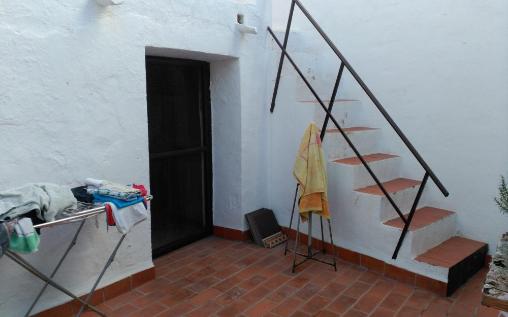 Village house for sale to reform in center of Nerja