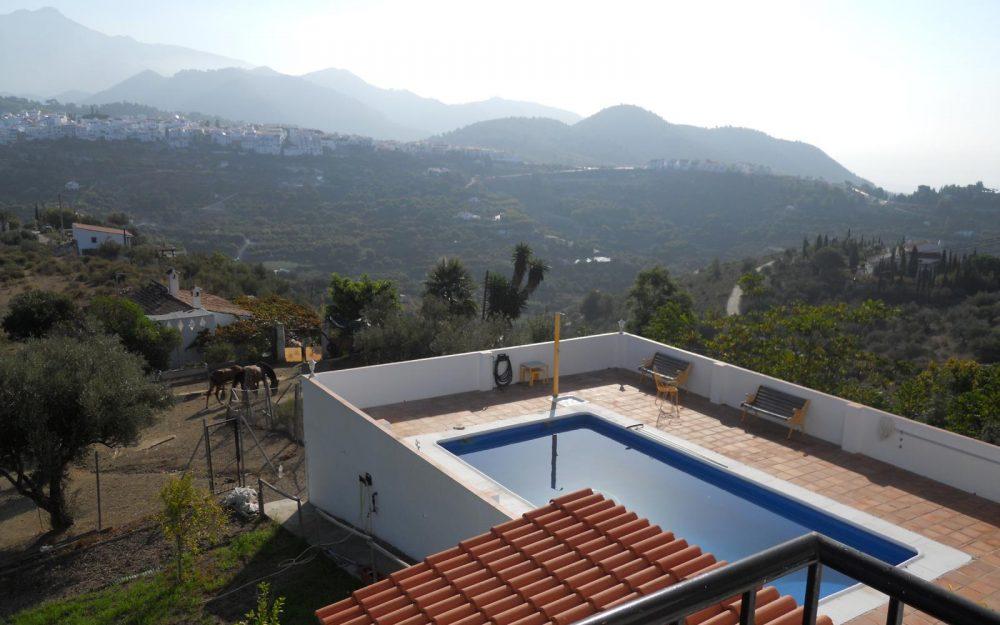 Estupendo chalet en venta con piscina cerca de Frigiliana, Malaga