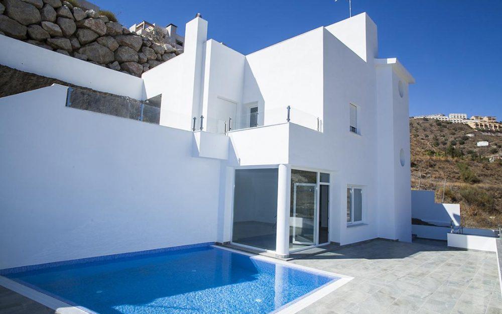 Modern villa for sale with pool in Torrox Costa Penoncillo, Málaga