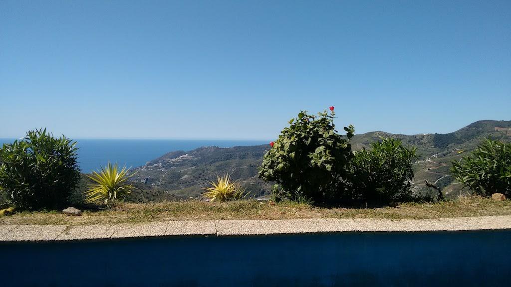 Cortijo con arboles frutales vistas al mar y a la montaña en Almuñecar