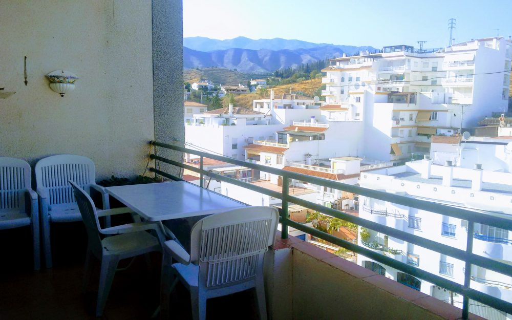 Large apartment with a lovely terrace for sale in the center of La Herradura