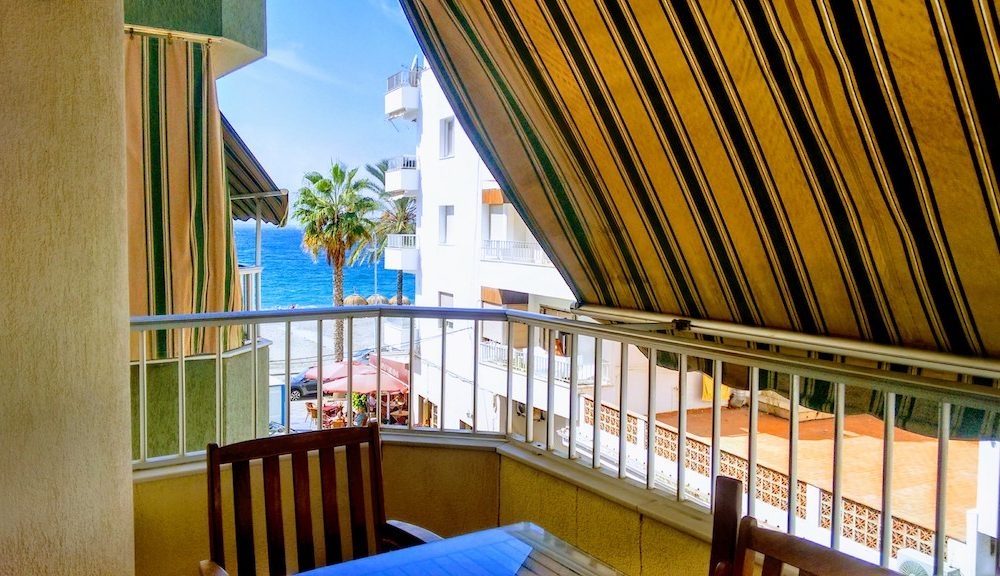 Seafront apartment for sale with sea views in La Herradura