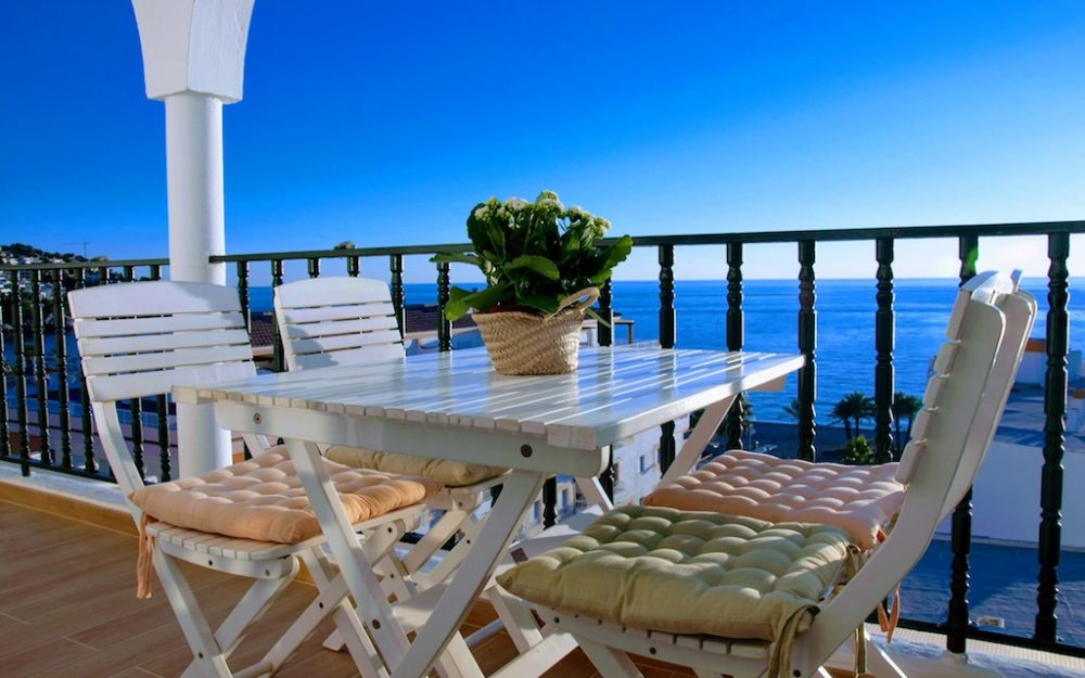 Luxurious and modern apartment with amazing views to the Bay of la Herradura for holiday rental