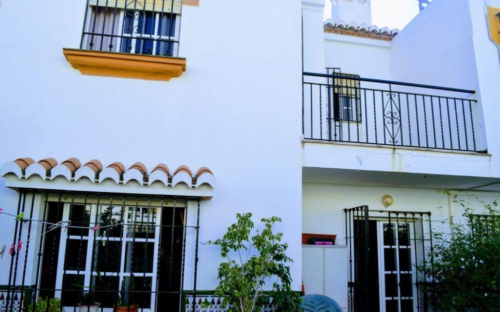 Hermosa casa adosada situada en la playa de Salobreña con piscina comunitaria