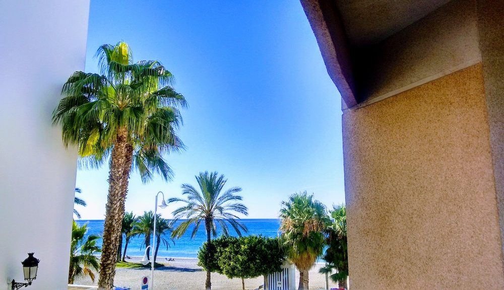 Apartment in the centre of La Herradura with terrace and sea view for rent