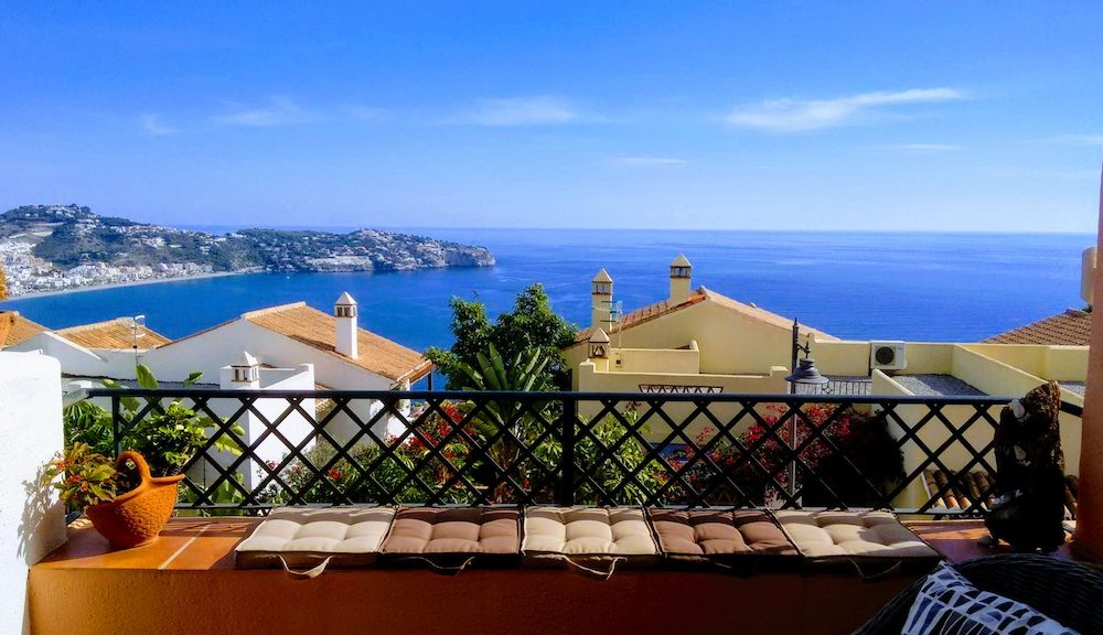 Agradable y luminosa casa en las altos de la Herradura Cerro Gordo en venta