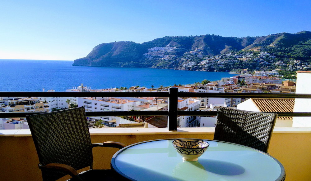 Beautiful apartment overlooking the village of La Herradura and the sea for sale