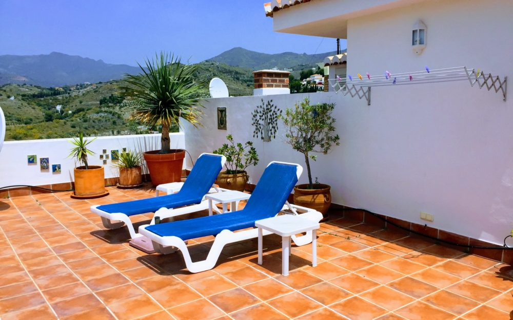 Duplex apartment with large terrace and view over the Bay of the Herradura for sale