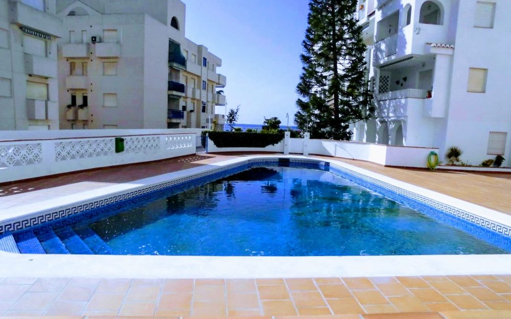 Affordable apartment closed to the sea with pool La Herradura