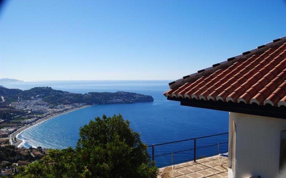 Villa unica en venta con casa de invitados independiente y vista a toda la costa en el Nogal La Herradura