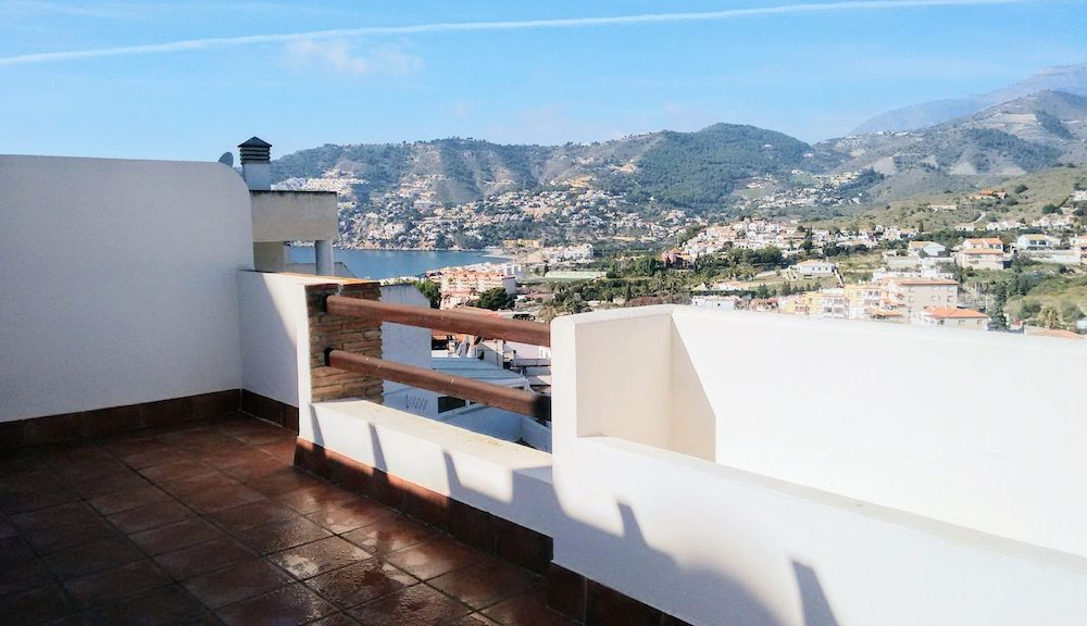 Impeccable apartment with very large terrace in la Herradura with parking for sale