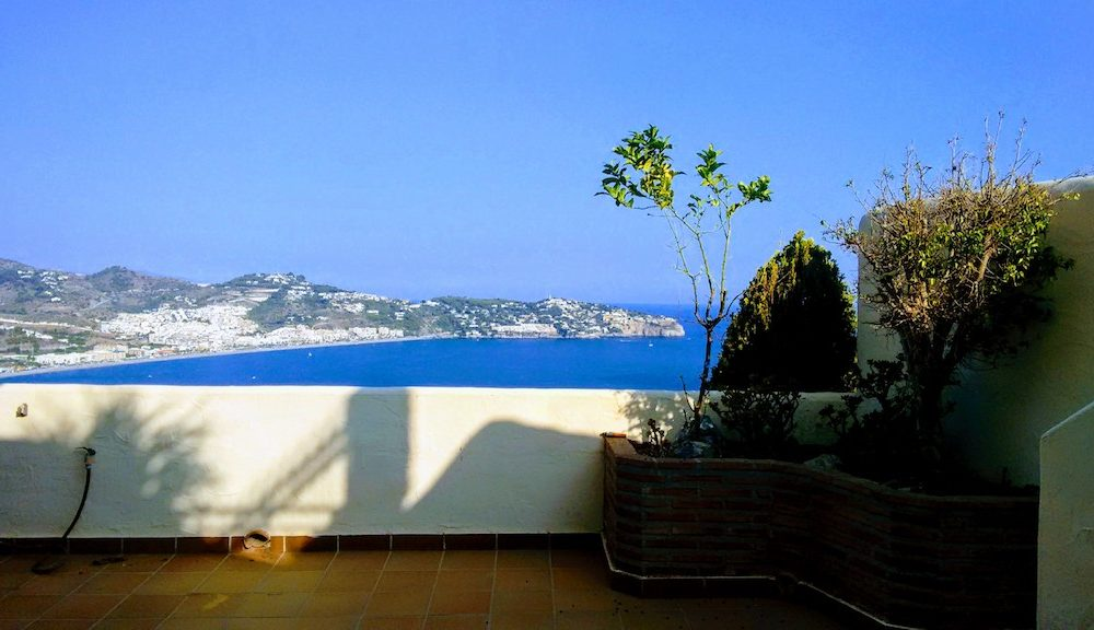 Hermosa casa adosada con vistas a la bahía de la herradura en venta