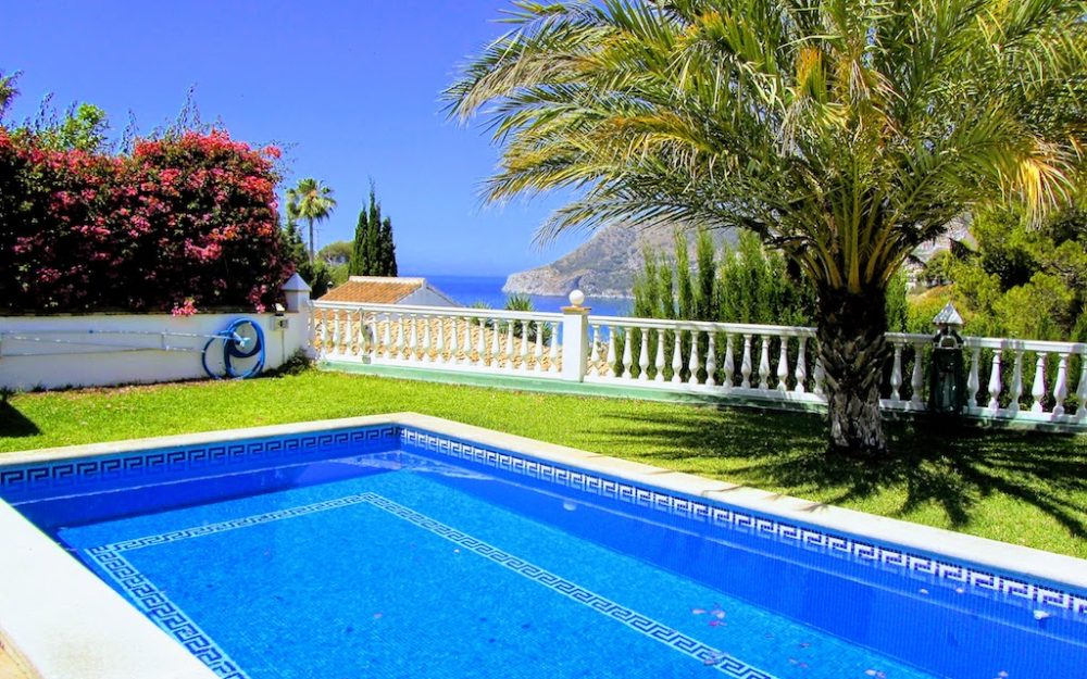 Hermosa villa con piscina privada y apartamento independiente en la urbanización San Nicolas la herradura en venta