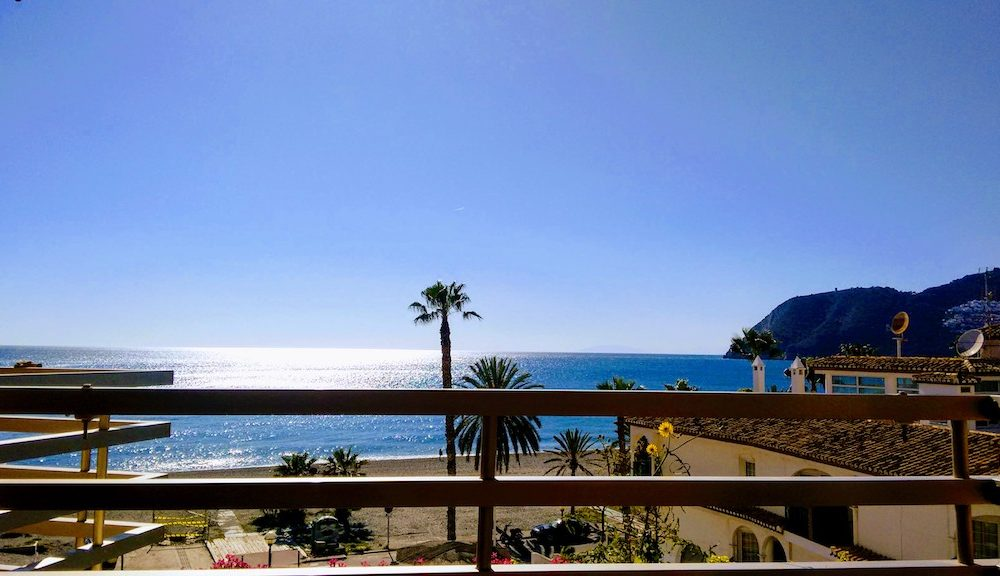 Front beach apartment with garage and swimming pool in La Herradura Costa Tropical