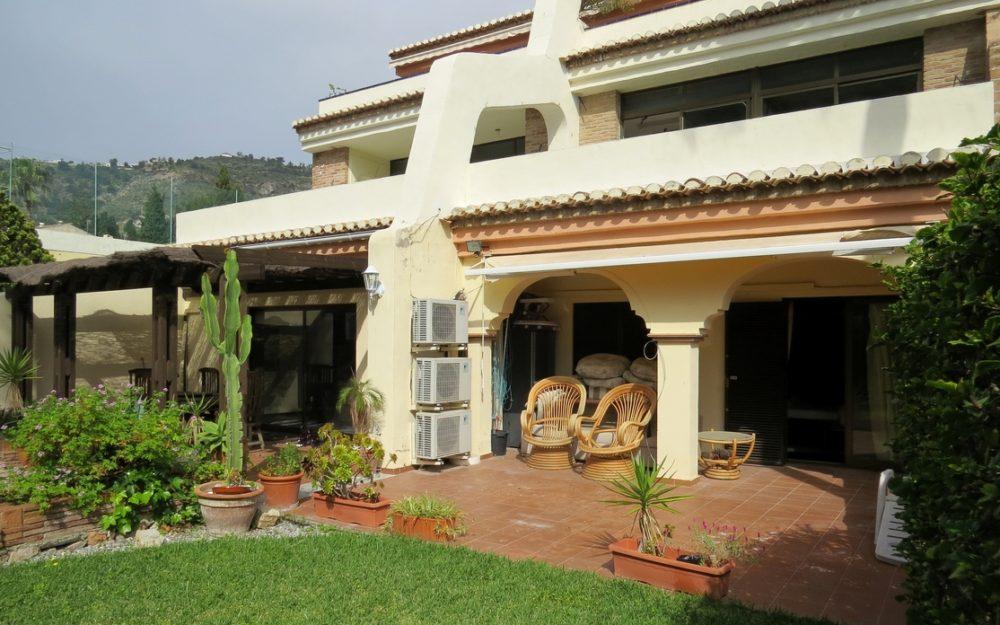 Amplio y hermoso piso con terraza y jardin en la herradura costa tropical para la venta