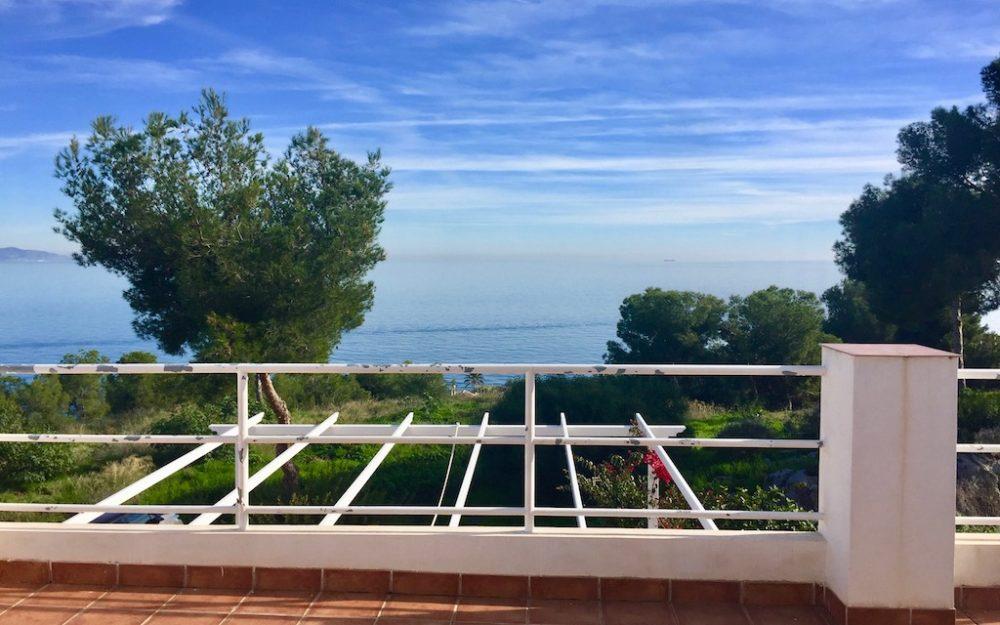 Hermosa casa con espléndidas vistas al mar en Marina del Este La Herradura en alquiler larga temporada