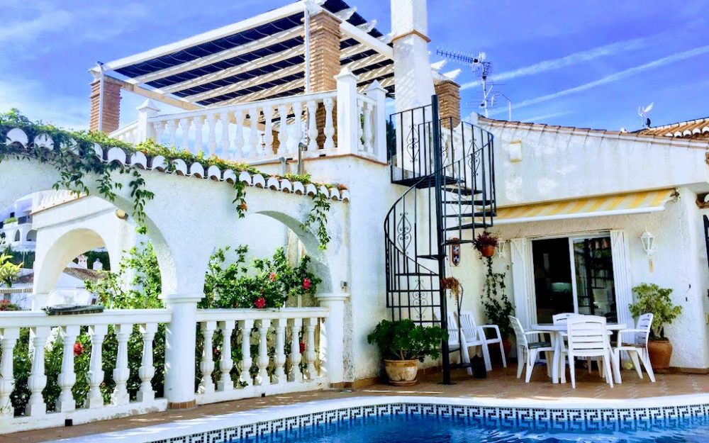 Charming house close to the sea with private pool in Almuñécar for sale