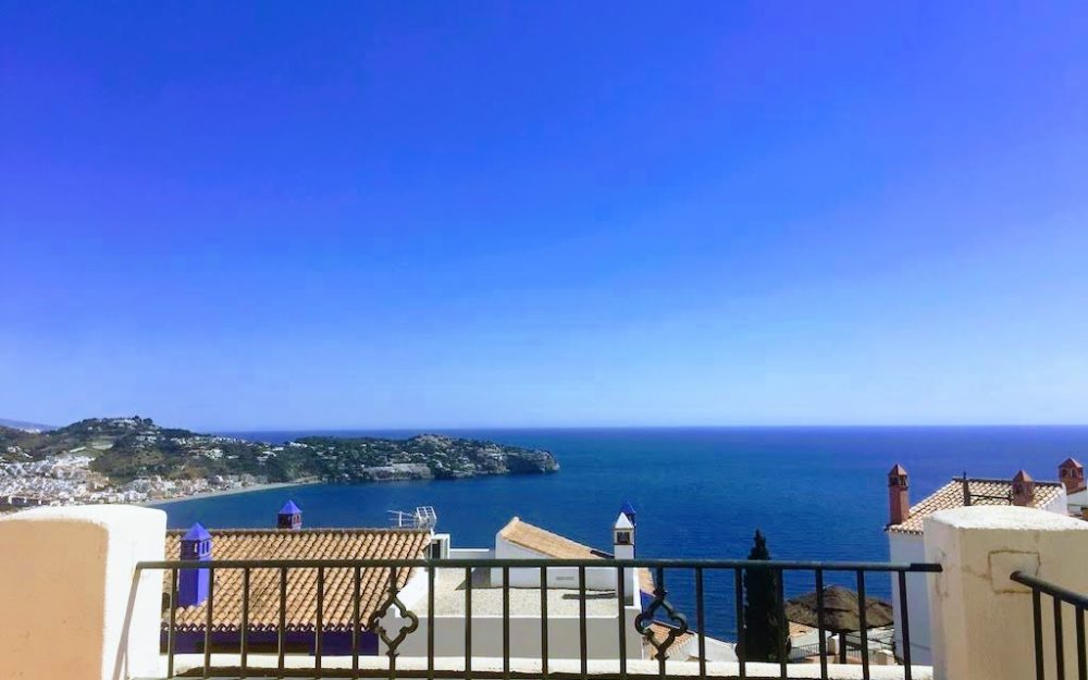 Long term rental of a superb terraced house with magnificent sea view and community pool La Herradura