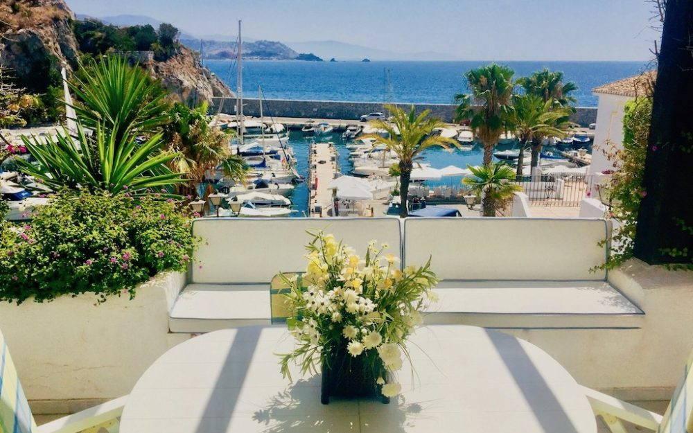 Stunning apartment with exceptional views of Marina del Este La Herradura