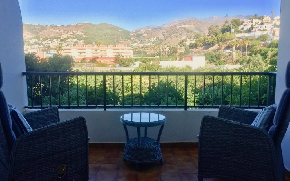 Beautiful air-conditioned apartment a few meters from the beach in La Herradura for sale