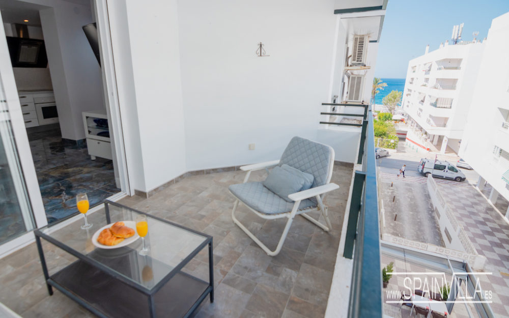 Modern apartment in the center of La Herradura completely renovated for sale