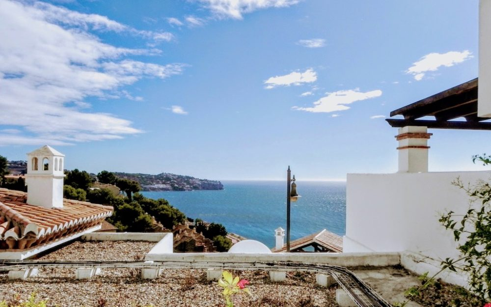 Beautiful apartment, sea view pool and garage La Herradura for sale