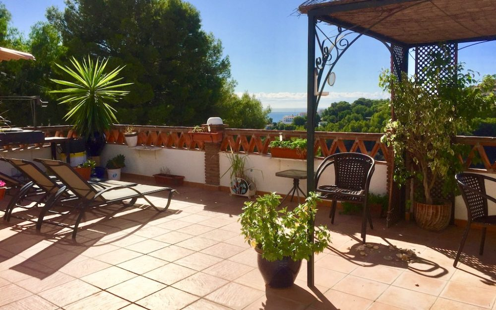 Terrace house with large terrace for long-term rental San Antonio La Herradura