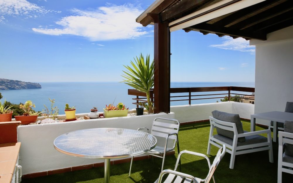 Luxurious apartment with beautiful terrace and superb sea view garage and pool La Herradura for sale
