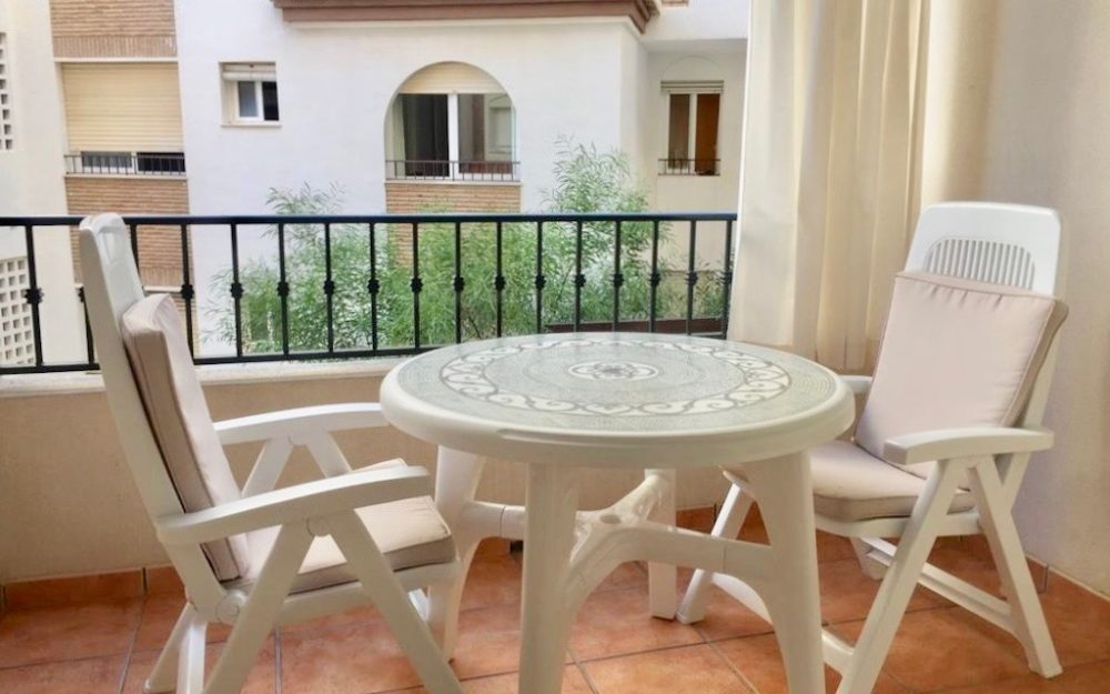 Beautiful apartment for sale in excellent condition in the center of La Herradura