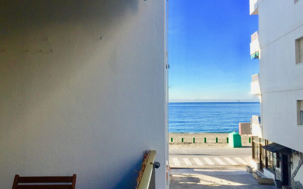 Renovated apartment in a beachfront residence with terrace and lateral sea views for sale
