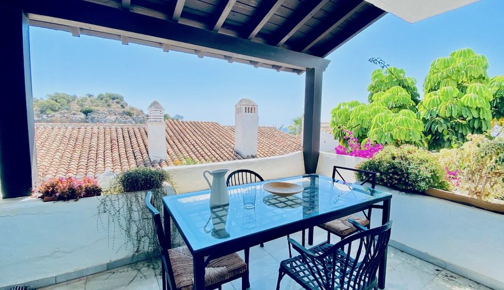 Stunning apartment in Marina del Este La Herradura for sale
