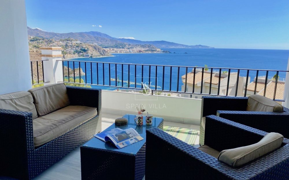 Beautiful and large house with private pool and superb sea view for temporary rental in La Herradura