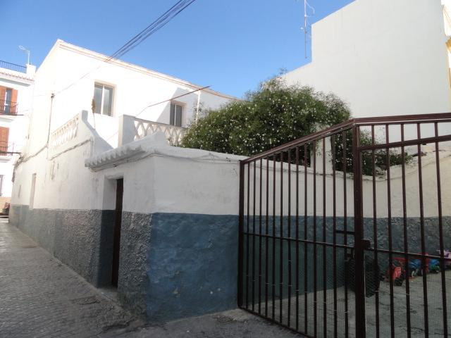Village house to reform for sale near Parador in Nerja