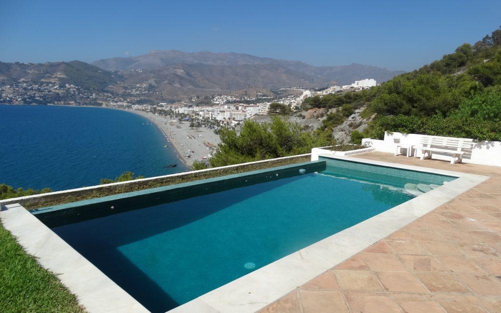 Spacious and beautiful villa with pool for vacation rental at La Punta de la Mona, La Herradura
