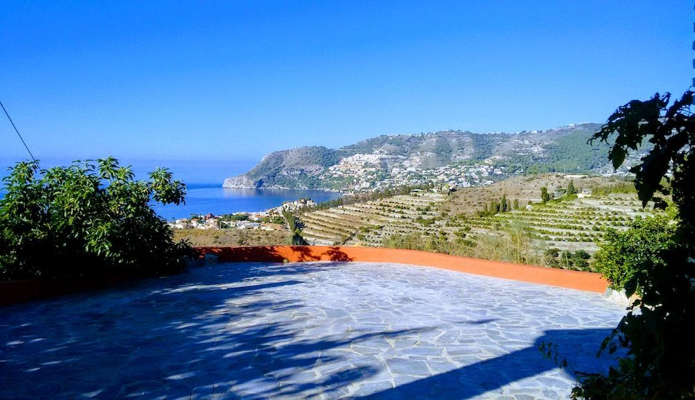 Cortijo comfortable with splendid views over the bay of the Herradura for long term rental.