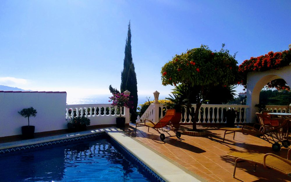 Superb villa with lots of charm and a separate apartment in La Herradura San Antonio for sale