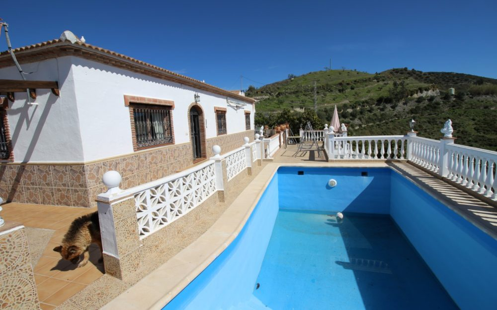 Finca 3 dormitorios piscina jardin Rio de la Miel En Venta en Maro