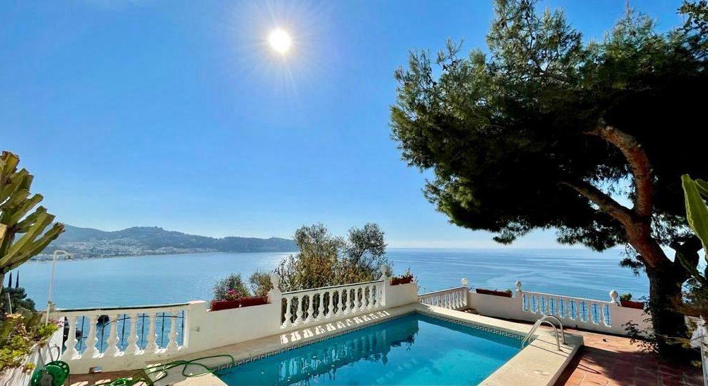 Fantastic villa with impressive views to La Herradura for holidays rental